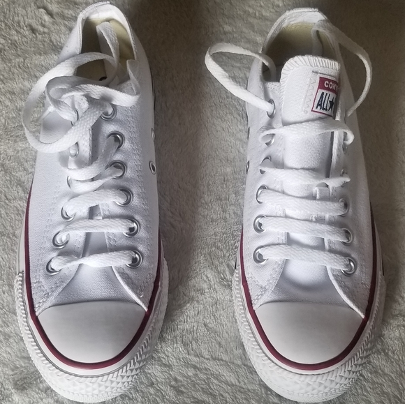 🎉Brand New Converse shoes🎉